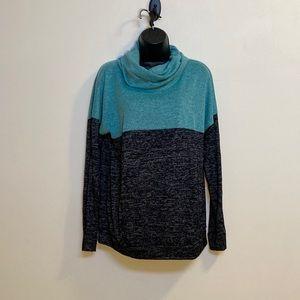 🌸 3/$20 Flowy cowl neck sweater
